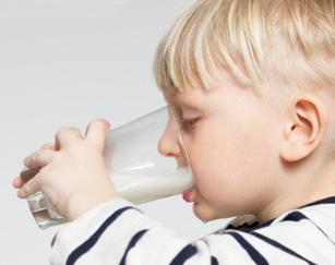 每天喝牛奶能长高吗 怎样才能长的更高
