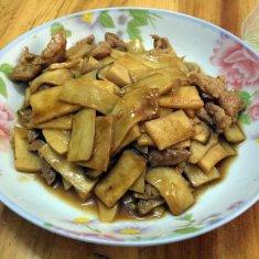 瘦肉炒鸡腿菇的做法