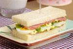 鸡蛋沙拉培根三明治