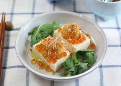 海胆冻豆腐配清酒三文鱼籽的做法视频