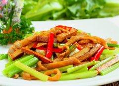 芹菜炒肉的做法