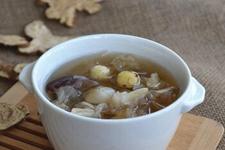百合银耳莲子汤的做法