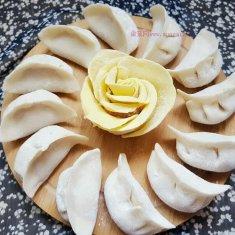 猪肉虾仁韭菜水饺的做法
