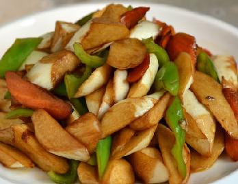 素炒茭白尖椒胡萝卜的家常做法
