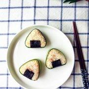 金枪鱼豆腐饭团的做法