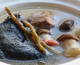 石斛松茸乌鸡汤的家常做法