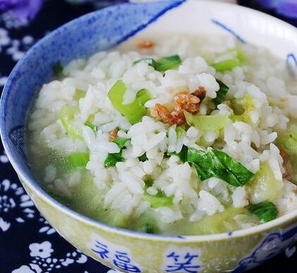 青菜丝瓜开洋泡饭的家常做法