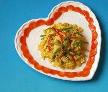 【青椒炒鸡蛋】青椒炒鸡蛋怎么做好吃_青椒炒鸡蛋的热量