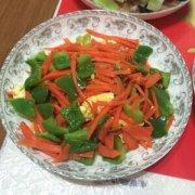 【青椒胡萝卜炒鸡蛋】青椒胡萝卜炒鸡蛋的功效与作用_青椒胡萝卜炒鸡