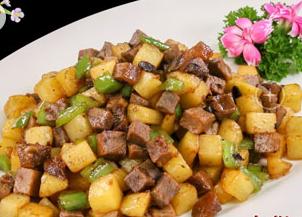 牛肉青椒土豆粒的家常做法