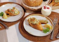 鲜虾酸奶色拉配煎面包的做法视频